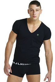 L´HOMME INVISIBLE ORGANIC COTTON t-shirt v-neck slim fit at oboy.com